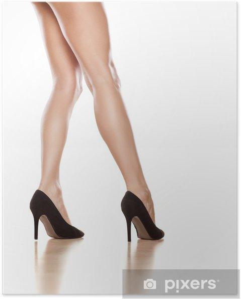 bf02a134da1 Poster Nätt kvinnliga ben i svarta skor med höga klackar på vit ...