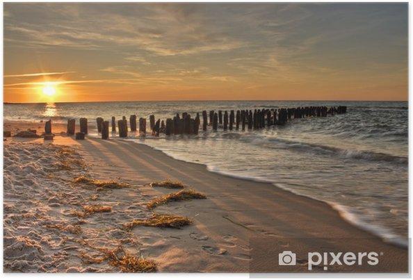 Poster Or Orange et rose Coucher de soleil sur un vieux ponton Mer - Eau