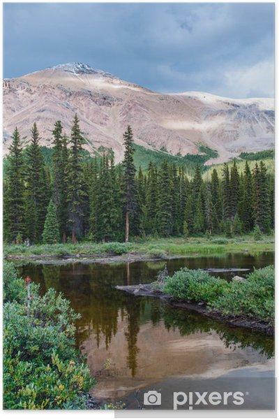 Poster Paysage de montagne avec petit étang dans le parc national Banff - Eau