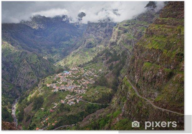 Poster Petit village en haute montagne sur l'île de Madère, Portugal - Europe