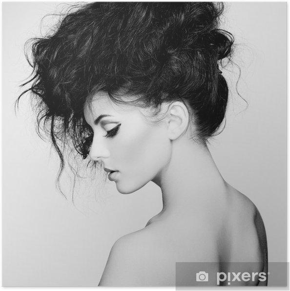 poster photo noir et blanc de belle femme avec de magnifiques cheveux pixers nous vivons. Black Bedroom Furniture Sets. Home Design Ideas