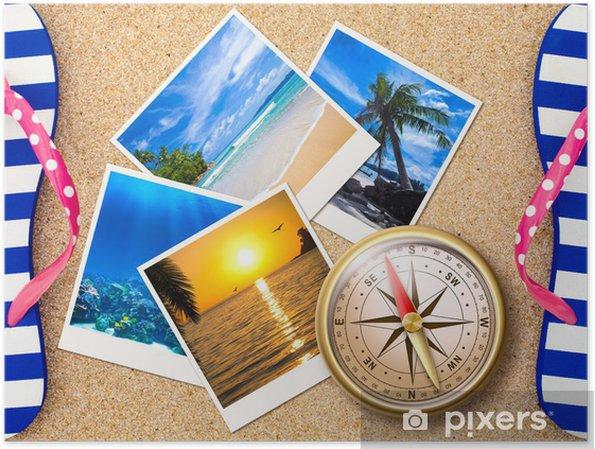 Poster Photos de voyage collage avec boussole sur la plage de sable - Asie