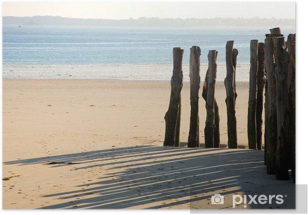 Poster Piquets en bois traditionnelles à Saint-Malo (Bretagne, France) - Eau