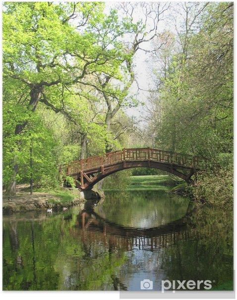Poster Pont romantique dans le vert - Eau