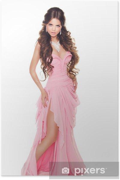 e91edcb4cea Poster Portrait en pied d une belle femme en robe rose romantique ...