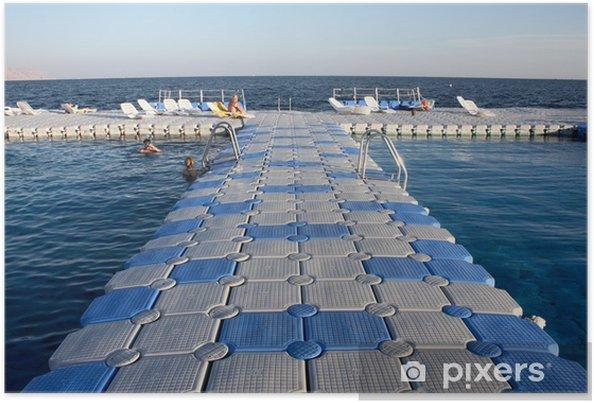 Póster Puente de barcas con piscina situada aguas abiertas - Europa
