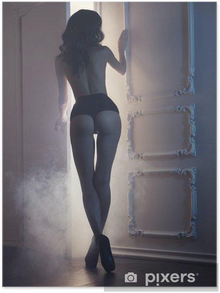Poster Sensuell kvinna i klassisk interiör - Underkläder