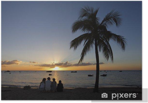 Poster Silhouettes devant le coucher de soleil, en mer des Caraïbes - Ciel