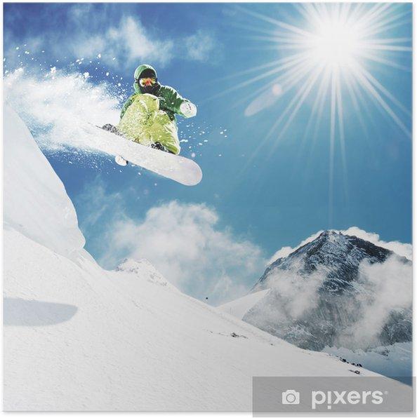 Poster Snowboarder bij sprong inhigh bergen - Natuur