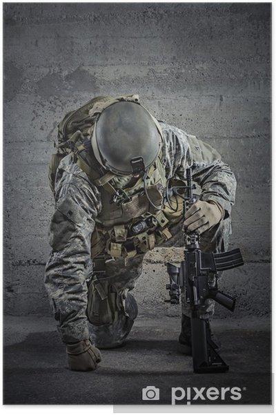 Poster Soldaat met geweer en helm - Misdaad en Geweld