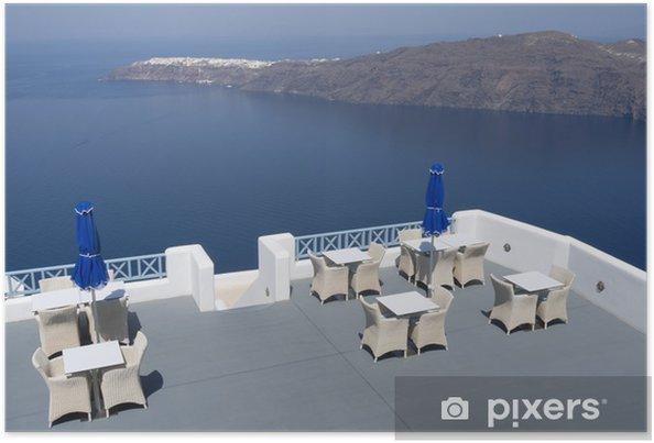 Poster Terrasse d'une station à Oia sur l'île de Santorin en Grèce. - Europe