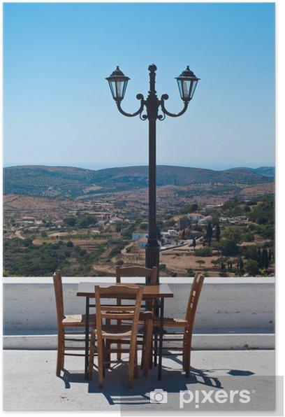 Poster Terrasse des restaurants dans l'île grecque avec belle vue panoramique. - Europe