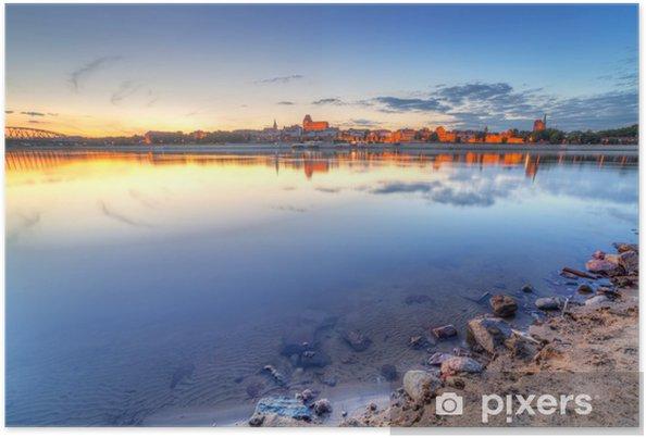 Poster Torun vieille ville reflète dans la rivière de la Vistule, au coucher du soleil, de la Pologne - Thèmes