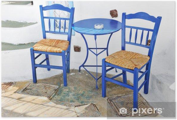 Terras Stoelen Tafels.Poster Traditionele Griekse Terras Met Blauwe Tafels En Stoelen In
