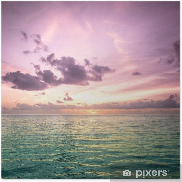 Poster Tropiska blå havsvatten i Maldiverna - Strand och tropiker