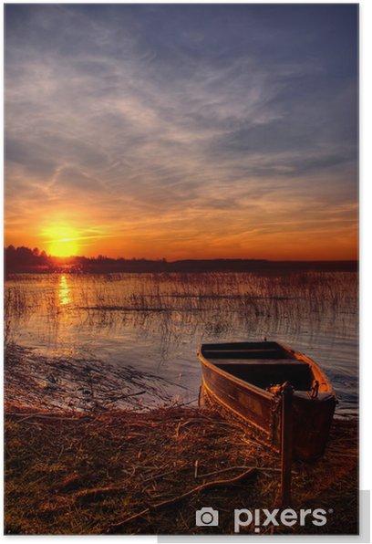 Poster Un bateau au bord du lac au coucher du soleil - Saisons