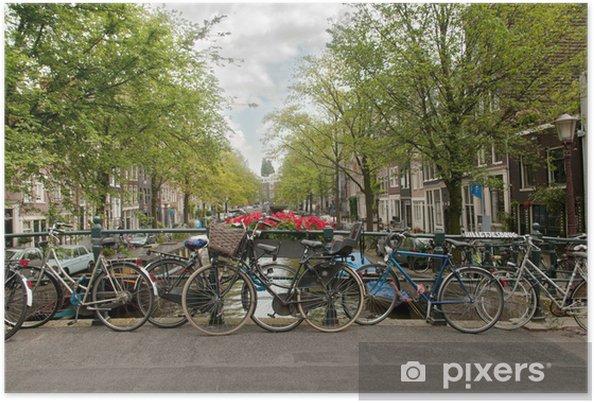 Poster Vélos garés sur un pont à Amsterdam, Pays-Bas - Vélos