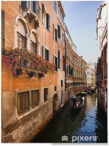 Poster Venise Gondole dans un petit canal romantique. - Villes européennes