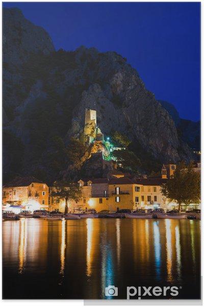 Poster Vieux fort à Omis, Croatie pendant la nuit - Thèmes