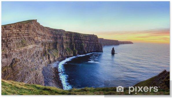 Póster Vista panorámica de los acantilados de Moher en la puesta del sol en Irlanda. - Temas
