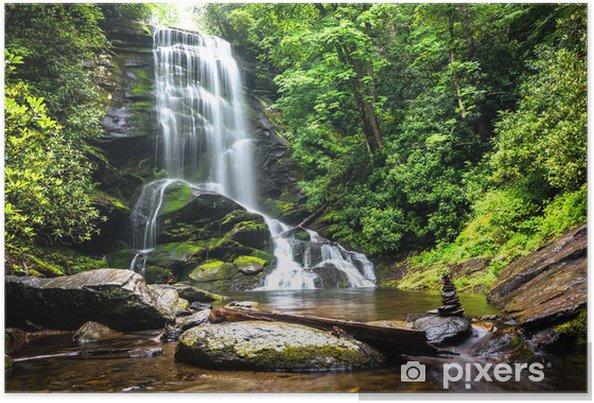 Poster Waterval tussen het groen van het bos - Watervallen