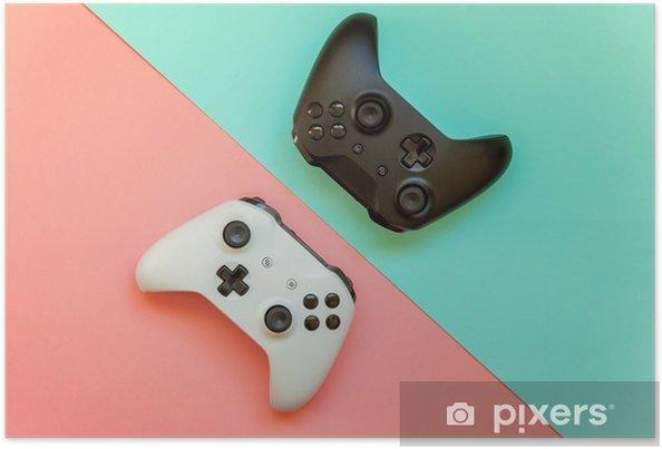 Poster Wit en zwart twee joystick gamepad, game console op roze en blauwe kleurrijke trendy moderne mode pin-up achtergrond. computer gaming concurrentie videogame controle confrontatie concept - Hobby's en Vrije tijd