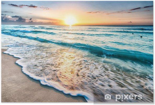 Poster Zonsopkomst boven het strand van Cancun - Strand en de tropen