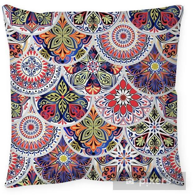 Poszewka na poduszkę Kolorowy kwiatowy wzór z koła z mandali w patchworkowym stylu boho chic - Zasoby graficzne