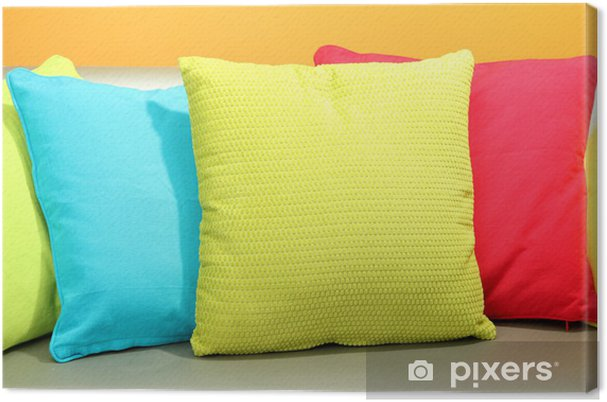 Divano Maria Rosaria : Quadro su tela cuscini colorati sul divano su sfondo giallo u2022 pixers