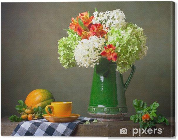 Quadro su Tela Natura morta con fiori e una tazza gialla