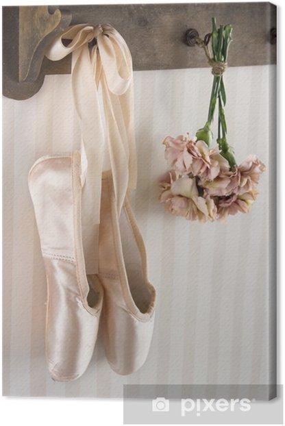 Quadro su Tela Paio di scarpe da punta balletto appeso a un rack -