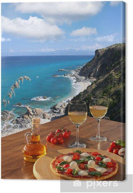 Quadro su Tela Pizza e bicchieri di vino contro la costa calabra, Italia Italiano - Europa