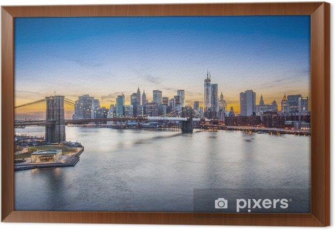 Quadro com Moldura Brooklyn Bridge in New York City viewed from above East River - Temas