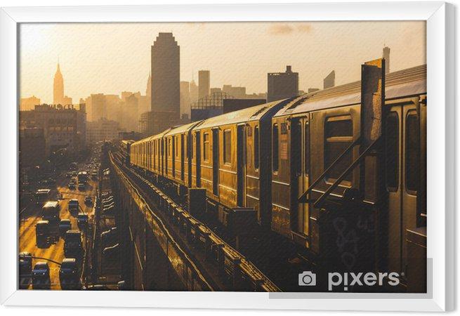 Tableau encadré Métro à New York au coucher du soleil - Styles