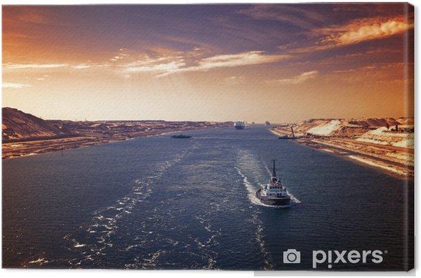 Tableau sur toile Abendstimmung im suezkanal - eine schiffskolonne durchfährt den neuen, östlichen erweiterungskanal - Transports