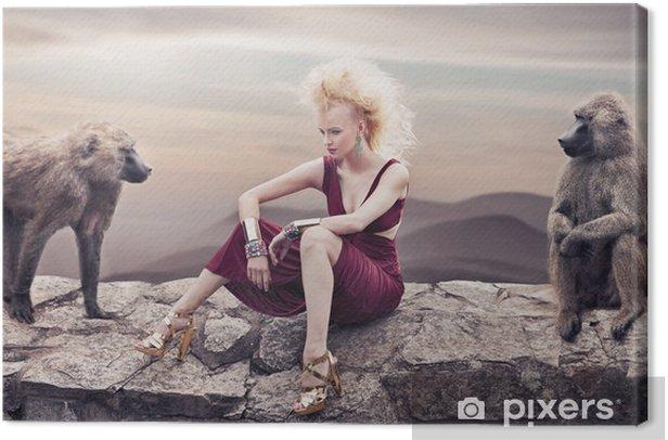 Tableau sur toile Beauté blonde posant avec des singes - Femmes