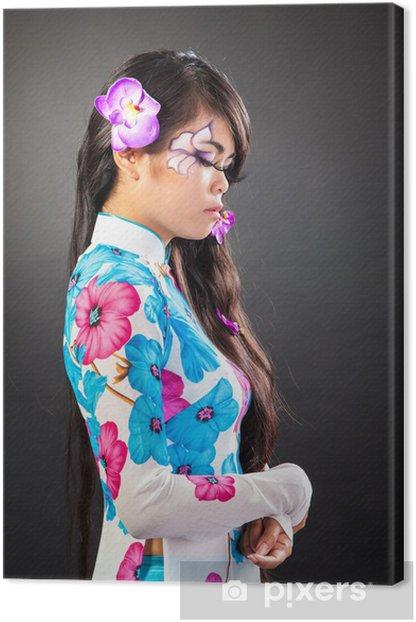 Tableau sur toile Belle femme asiatique avec maquillage mode - Femmes