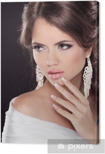 979b4afa4dd Tableau sur toile Belle femme brune avec des lèvres sexy. Coiffure.  Maquillage. Mani