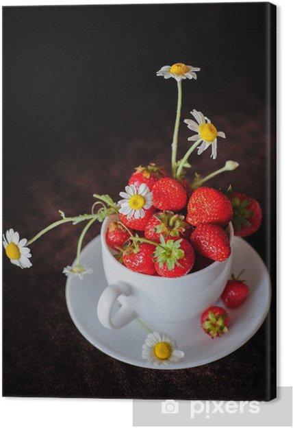 Tableau sur toile Camomilles et les fraises dans la tasse - Thèmes