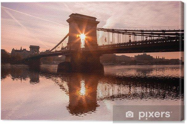 Tableau sur toile Chain Bridge contre le lever du soleil à Budapest, Hongrie - Europe