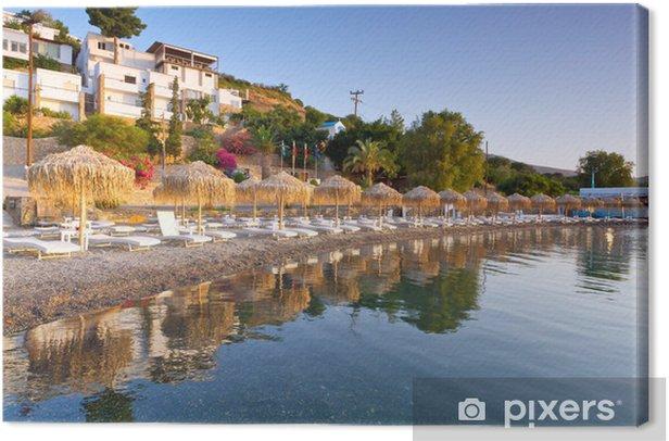 Tableau sur toile Chaises longues et des parasols à la baie de Mirabello sur Crète, Grèce - Europe