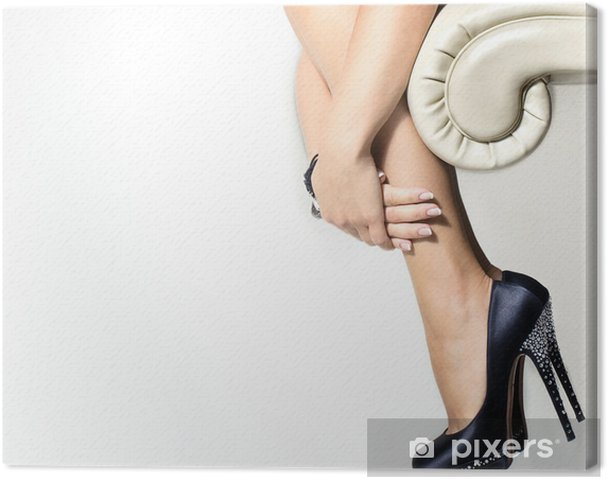 Tableau sur toile Femme jambes et des chaussures à talons hauts - Thèmes