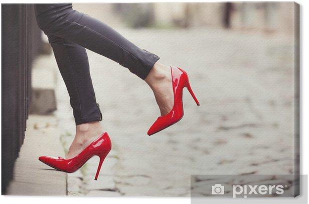Tableau sur toile Femme portant un pantalon en cuir noir et des chaussures rouges à talons hauts - Thèmes