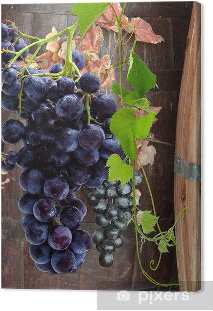 tableau sur toile grappes de raisin sur tonneaux de vin. Black Bedroom Furniture Sets. Home Design Ideas
