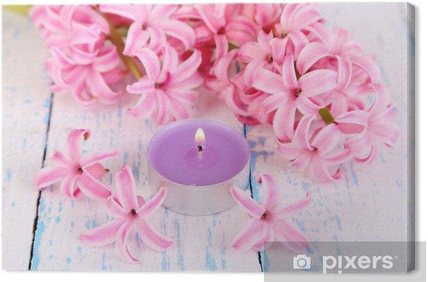 Tableau sur toile Jacinthe rose avec des bougies sur fond de bois - Destin