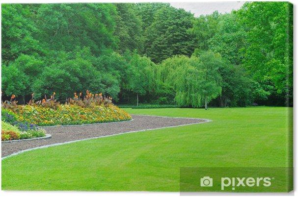 Tableau sur toile Jardin d\'été avec pelouse et le jardin fleuri ...