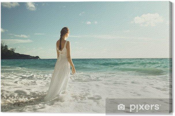 Tableau sur toile Jeune femme debout dans les vagues de la mer - Vacances