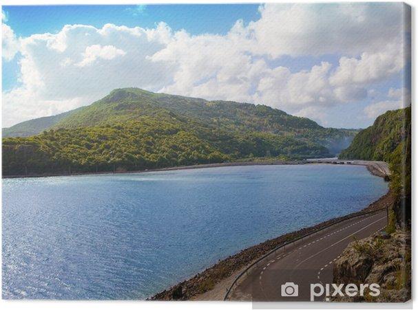 Tableau sur toile La route entre les collines au bord du lac. Maurice ... - Afrique