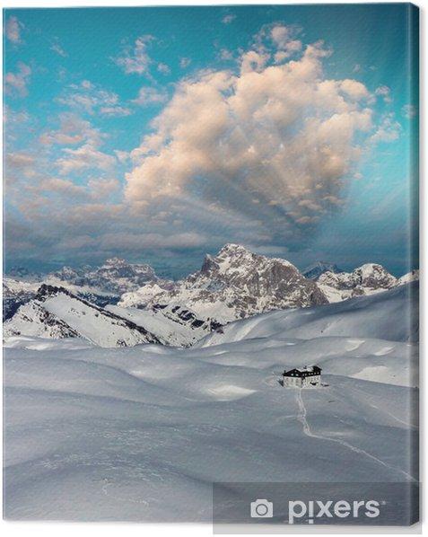 Tableau sur toile Montagnes enneigées au coucher du soleil d'hiver - Montagne