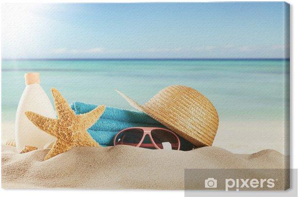 Tableau sur toile Plage de sable avec des accessoires et flou mer - Sports collectifs